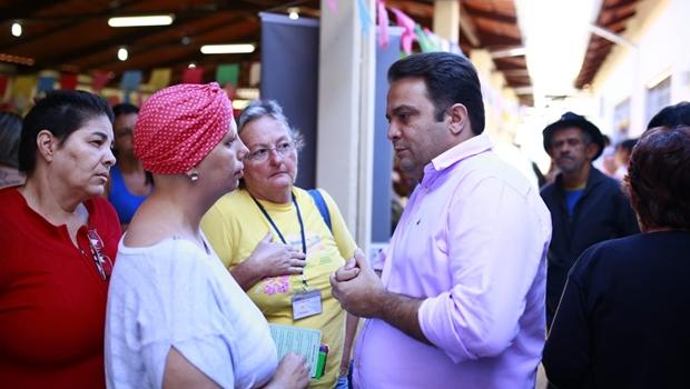 Prefeitura de Anápolis propõe grupo com projeto que ajuda pacientes com câncer para facilitar consultas e exames