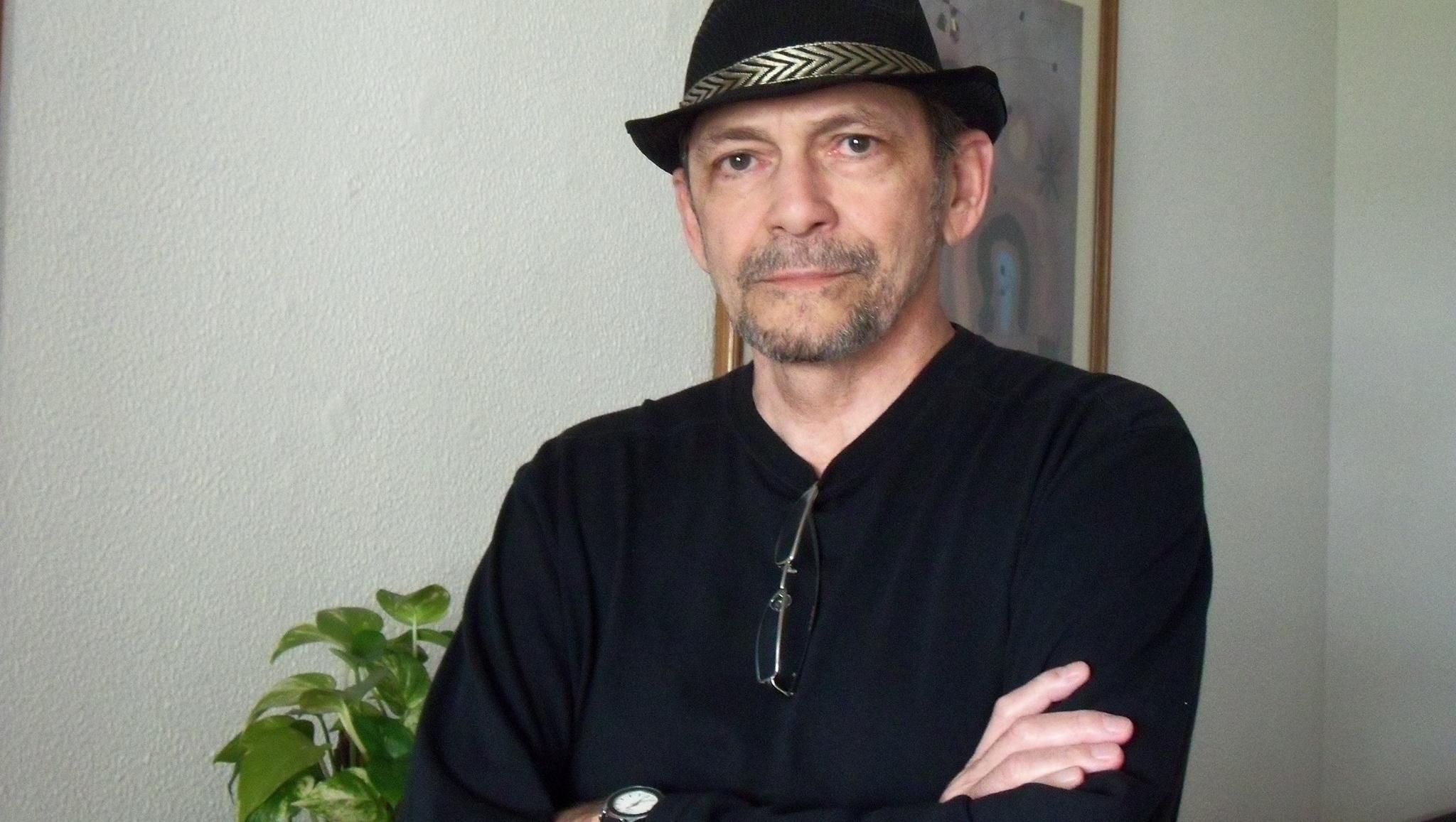 Luiz Maklouf Carvalho lança livro sobre a vida de Bolsonaro no quartel