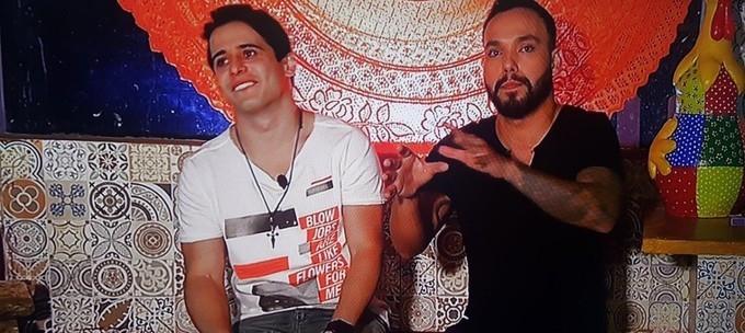 Globo retira do ar vídeo da TV Anhanguera porque camiseta de apresentador fala de sexo oral