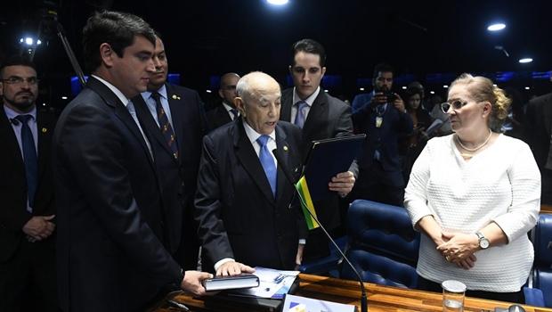 Posse de Siqueira Campos no Senado é reconhecimento de uma trajetória