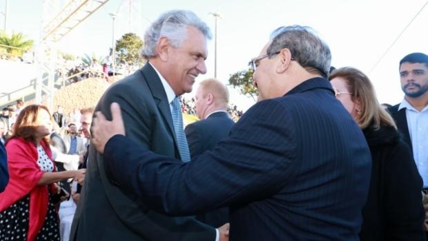 Políticos e presidente do STJ acompanham Jânio Darrot nas missas em Trindade