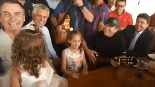"""""""Infelizmente muita gente maldosa não queria você como presidente"""", diz Amado Batista sobre Bolsonaro"""