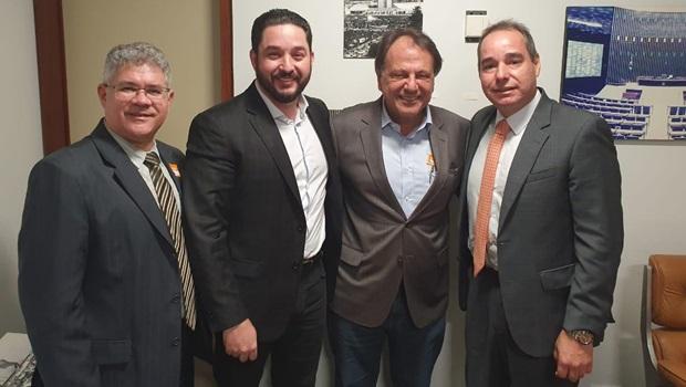 Adib Elias se encontra com presidente nacional do Avante para possível filiação