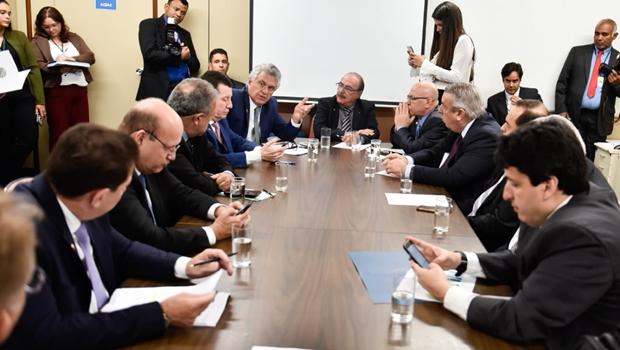 Caiado aposta na Celg GT para solucionar crise energética em Goiás