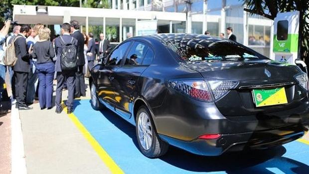 Mais da metade da população do Distrito Federal aprova extinção de carros oficiais do governo, diz pesquisa