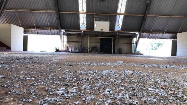 Quadra da UEG Laranjeiras, em Goiânia: retrato do abandono da universidade