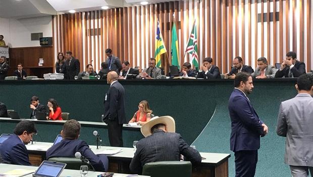 Deputados aprovam revisão salarial de servidores do Judiciário em Goiás