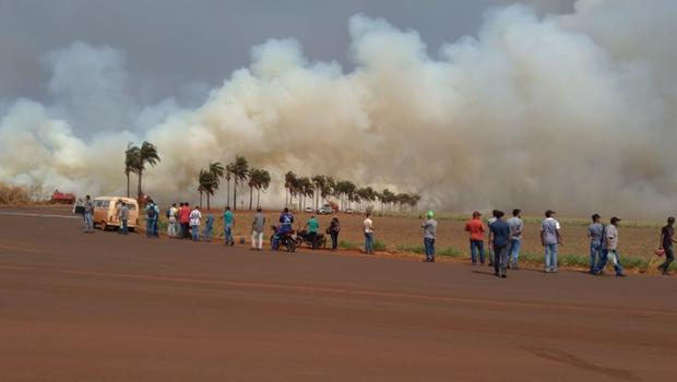 Prefeito de Santa Helena decreta situação de emergência e calamidade após incêndio próximo a GO-210