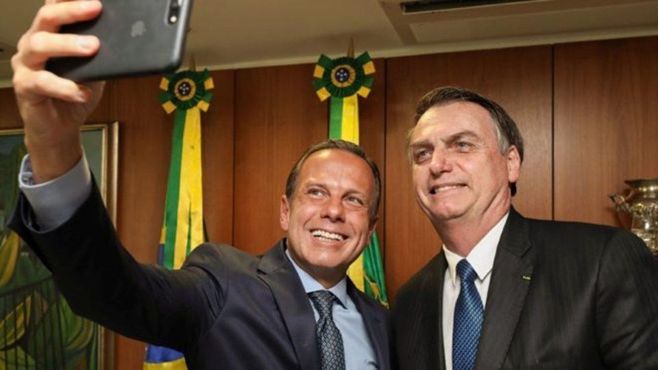 Bolsonaro contradiz Dória e enfatiza que vacina contra Covid-19 não será obrigatória