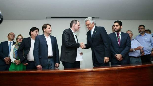 Presidente da Assembleia recebe reforma da Previdência com previsão de economia de R$ 8,1 bi em dez anos