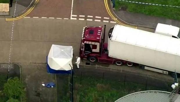 Polícia prende jovem que dirigia caminhão com 39 corpos, no Reino Unido