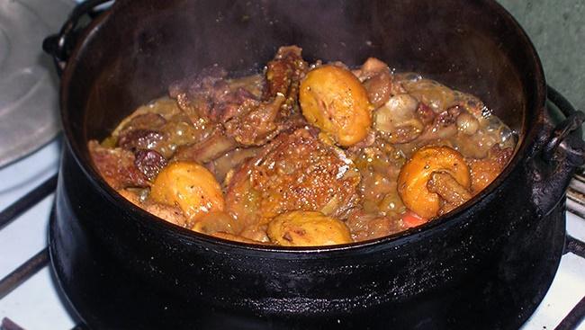 Lista de lugares para comer galinha caipira com pequi em Goiânia