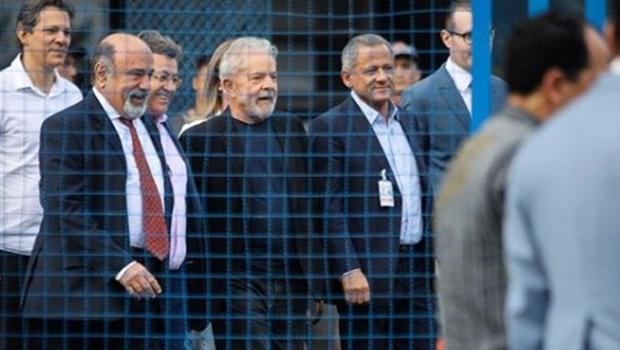 """""""Por que você não me leva no Caldeirão e conversamos lá?"""", diz Lula a Huck"""