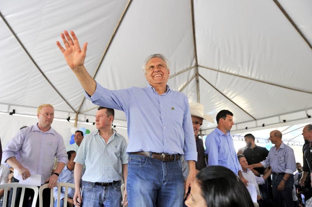 Em Goiatuba, governador Ronaldo Caiado entrega pavimentação da GO-319