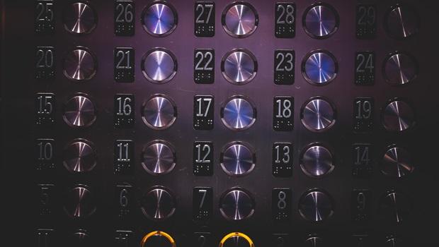 O que vivi ao ficar preso no elevador