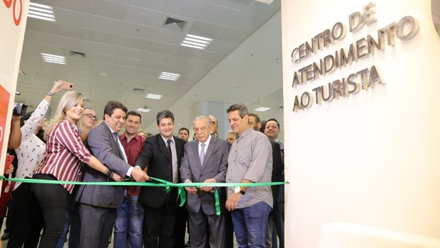 Prefeitura inaugura Centro de Atendimento ao Turista no aeroporto
