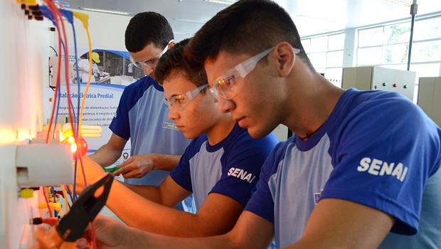 Goiás terá de qualificar mais de 300 mil trabalhadores em profissões industriais até 2023