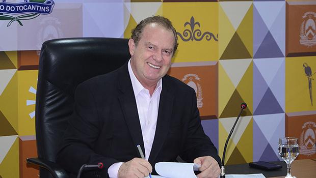 Carlesse assina Medida Provisória que permite trabalho de detentos no Tocantins