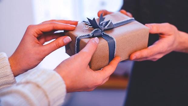 Meio ao isolamento, 82% dos filhos devem comprar presentes via internet
