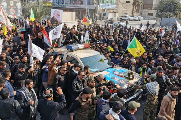 Multidão vela corpo de general Soleimani, no Irã