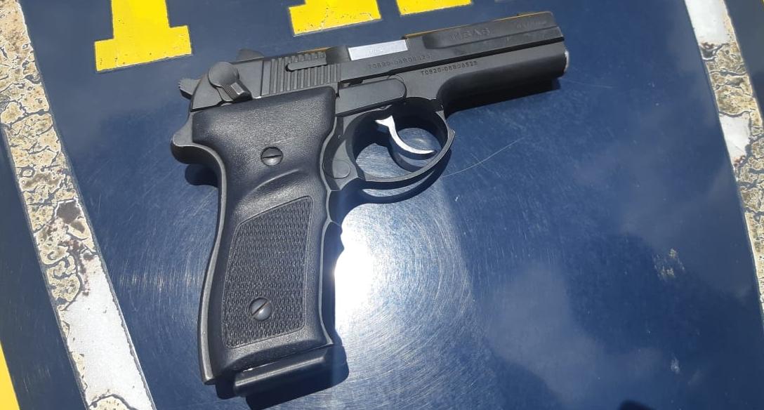 PRF apreende arma de uso restrito no Brasil em Hidrolândia