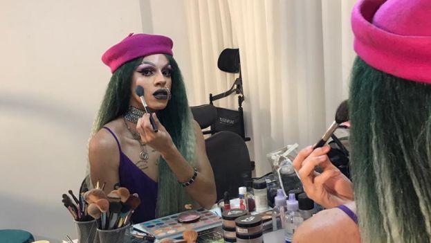 Rainhas das noitadas, drag queens revelam as facetas de seu universo