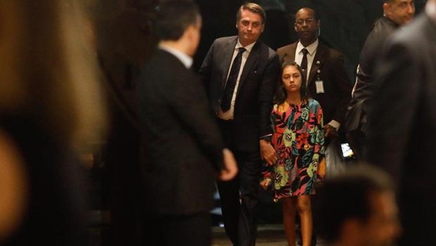 Brincadeira: Bolsonaro diz que filha Laura será candidata em 2040