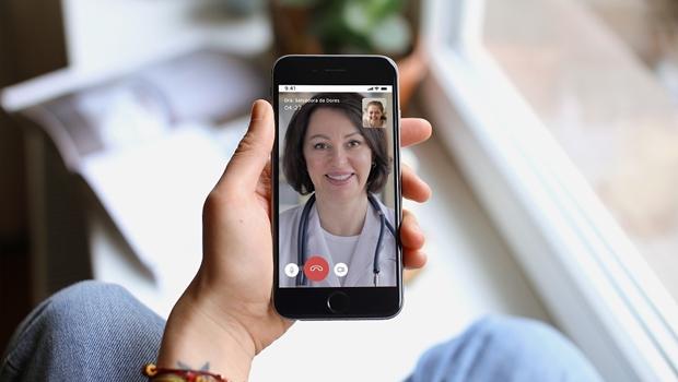 Durante pandemia, profissionais da saúde podem atender via videoconferência