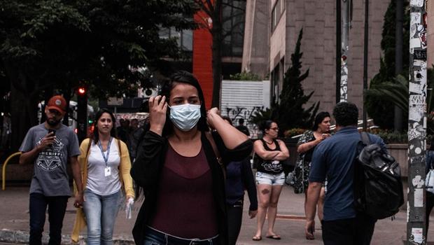 Vereadora propõe uso de máscaras transparentes em Goiânia para atender deficientes auditivos