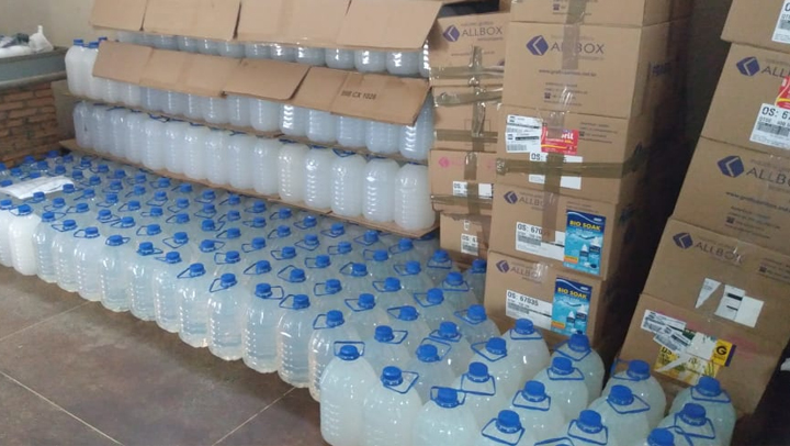 Decon apreende oito mil litros de álcool gel clandestino em Goiânia