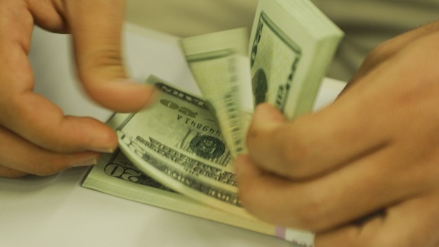Dólar tem maior queda diária em dois anos e meio