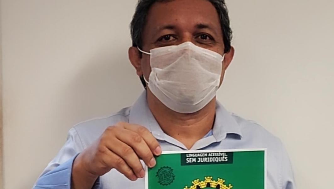 Nilson Gomes lança Lei Orgânica de Goiânia comentada impressa e em PDF