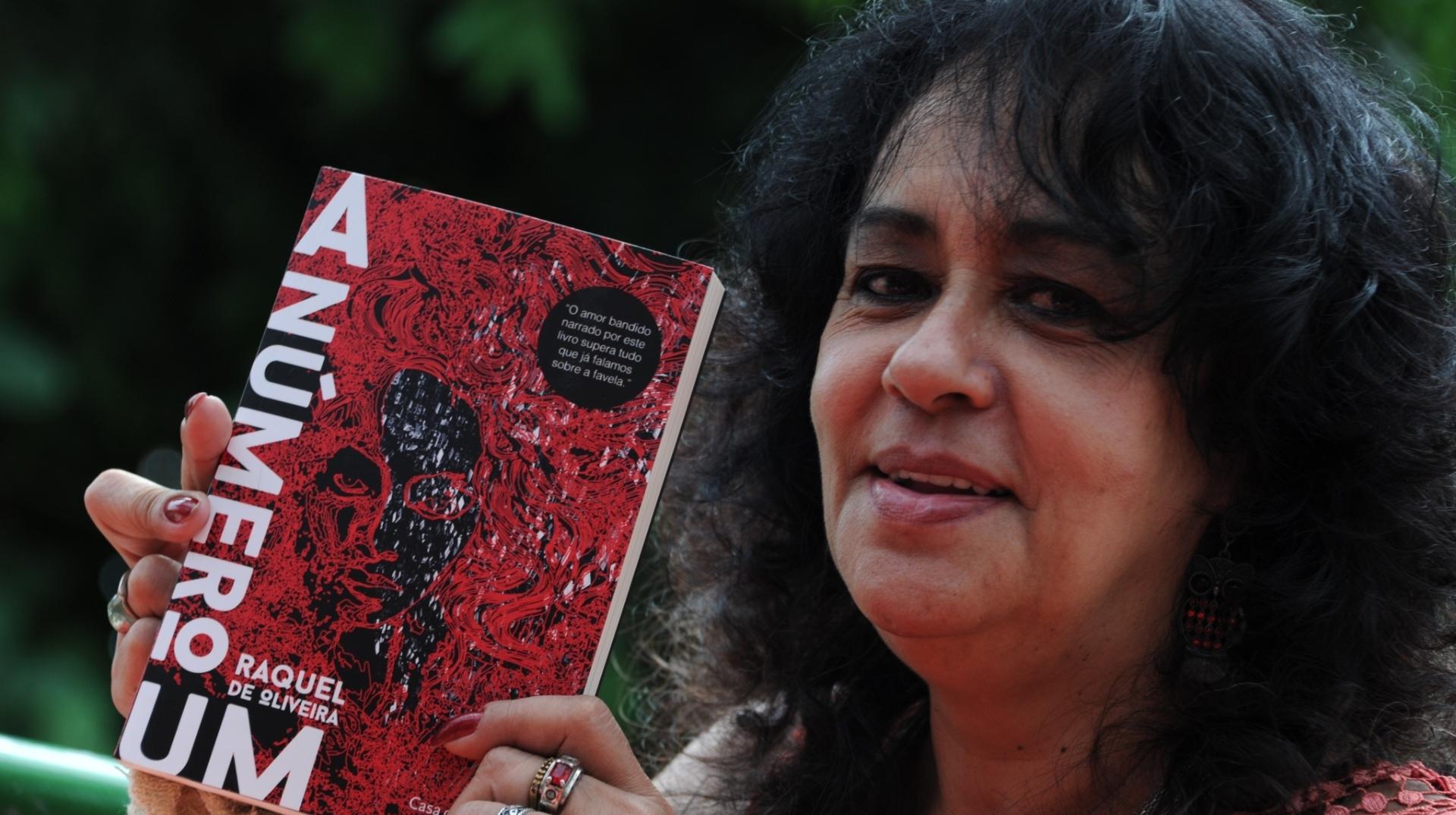 Romance de Raquel de Oliveira narra a vida da mulher que se tornou rainha do tráfico na Rocinha