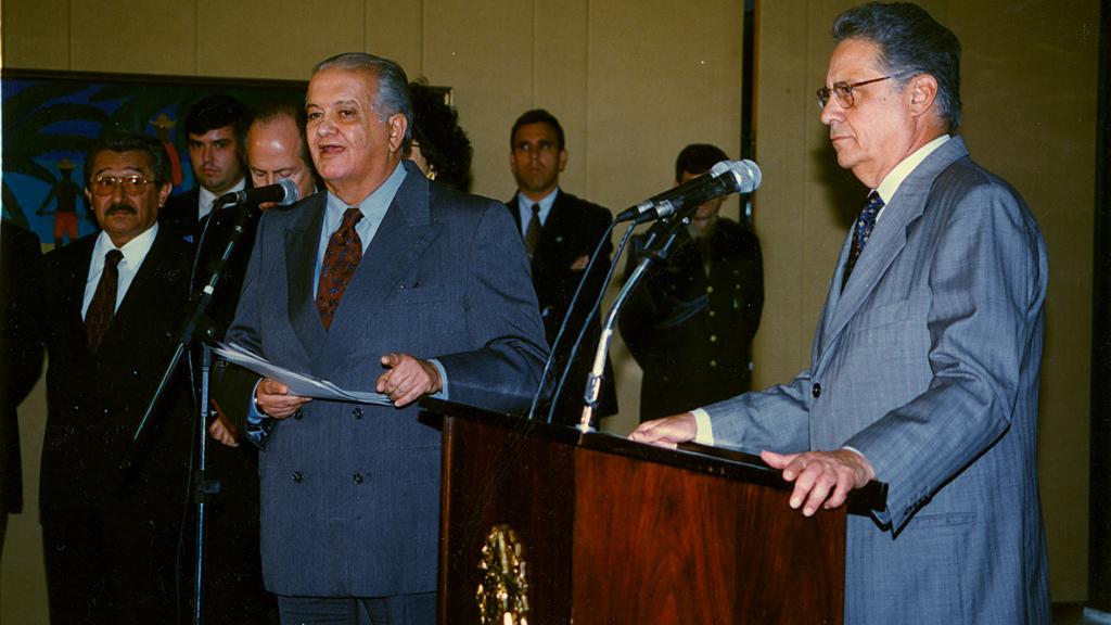 Livro de Palmério Dória diz que reeleição de FHC foi comprada com cheque pré-datado