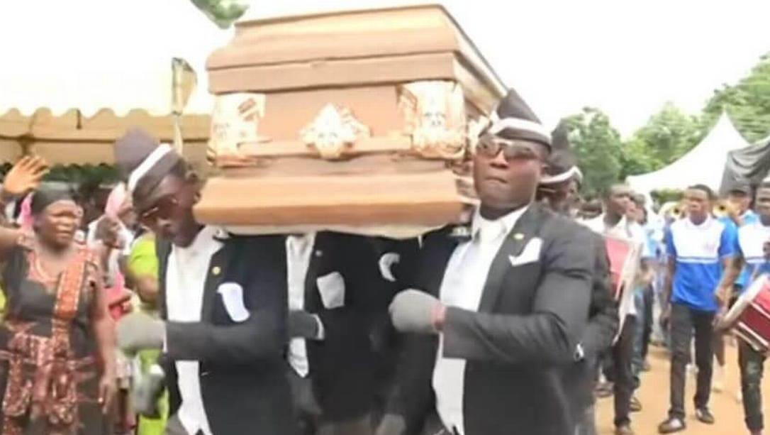 """A história verdadeira por trás do """"meme do caixão"""" ocorre em Gana, na África"""