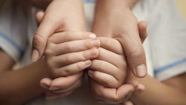 Brasil tem quase 34 mil crianças à espera de adoção em abrigos