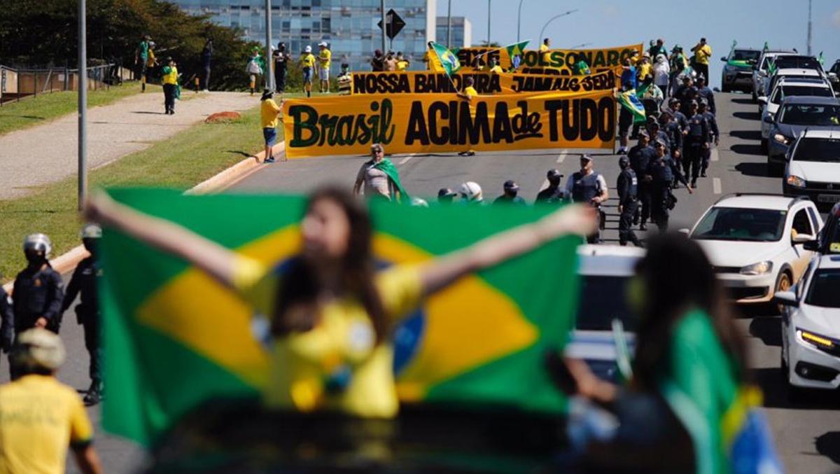 Bolsonaro participa novamente de ato contra Congresso e STF
