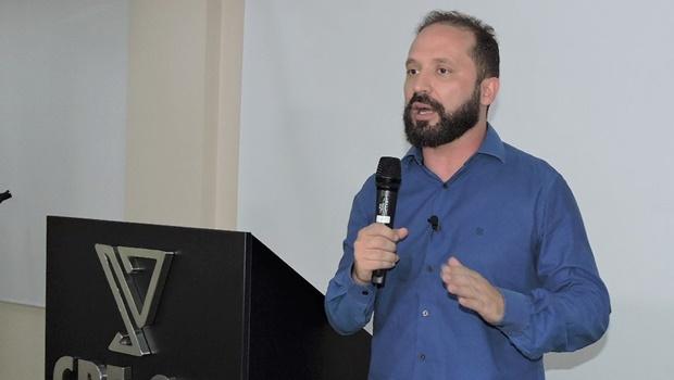 """""""Joga nas costas do paciente a escolha de usar um medicamento experimental"""", diz diretor do CRF sobre cloroquina"""