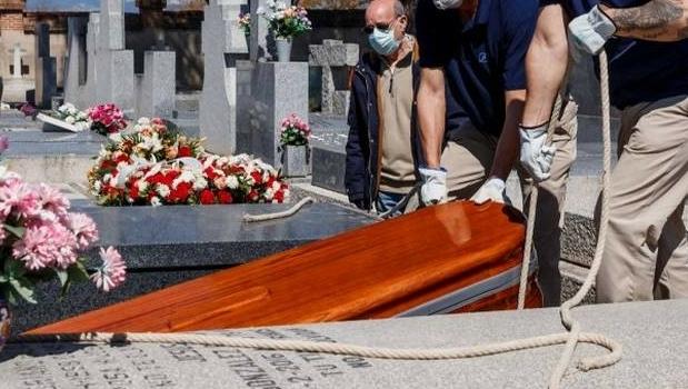 Cartórios registram aumento na taxa de morte entre mais jovens durante 2ª onda da Covid-19