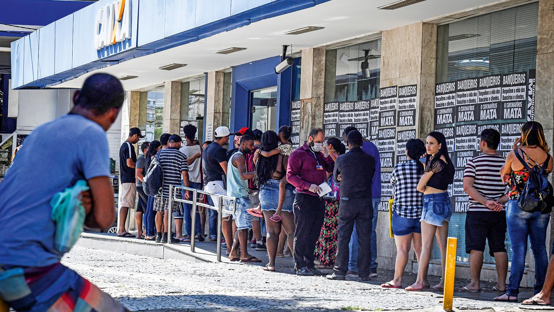 A crueldade das filas na Caixa Econômica Federal para sacar 600 reais