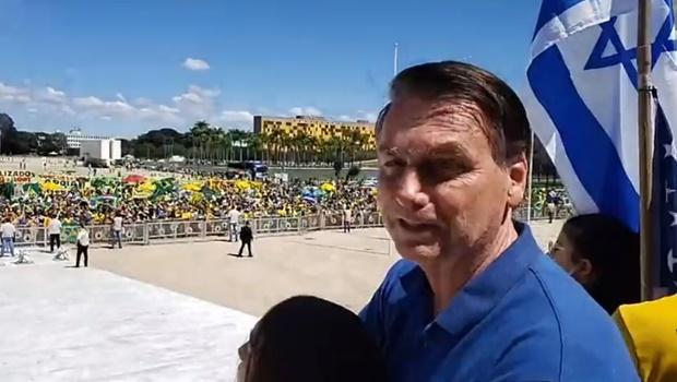 O presidente Jair Bolsonaro governa contra tudo e contra todos