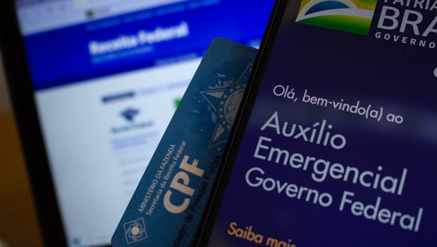 Auxílio emergencial poderá ter quarta parcela, diz Bolsonaro
