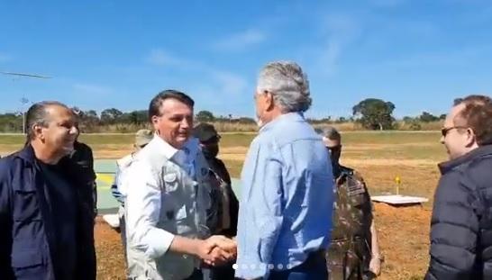 Caiado e Bolsonaro acompanham funcionamento do Programa Estratégico do Exército, em Formosa