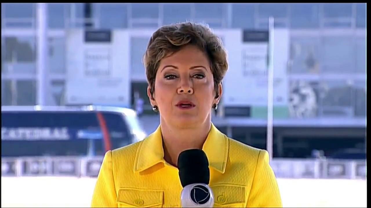 Christina Lemos substitui Adriana Araújo na apresentação do Jornal da Record