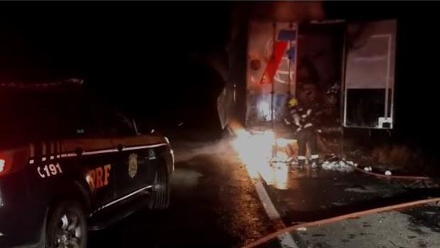 Incêndio em carreta destrói carga avaliada em um milhão