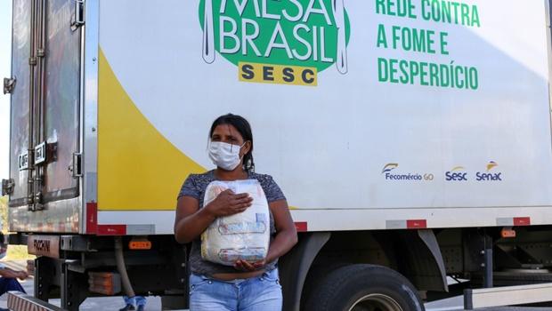 Sesc Faiçalville entrega 650 cestas básicas para garçons de Goiânia