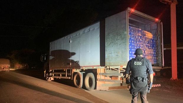 Polícia Militar apreende caminhão com mais de 62 mil latas de cerveja sem nota fiscal