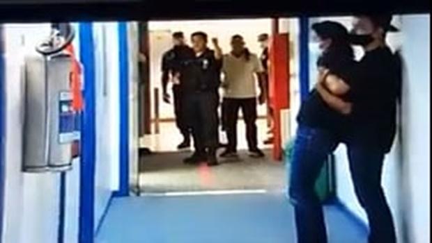 Homem armado com faca faz repórter de refém dentro da TV Globo