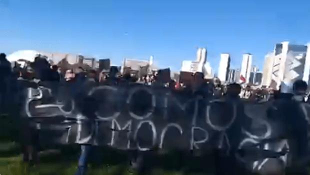 Manifestantes protestam contra Bolsonaro em Brasília