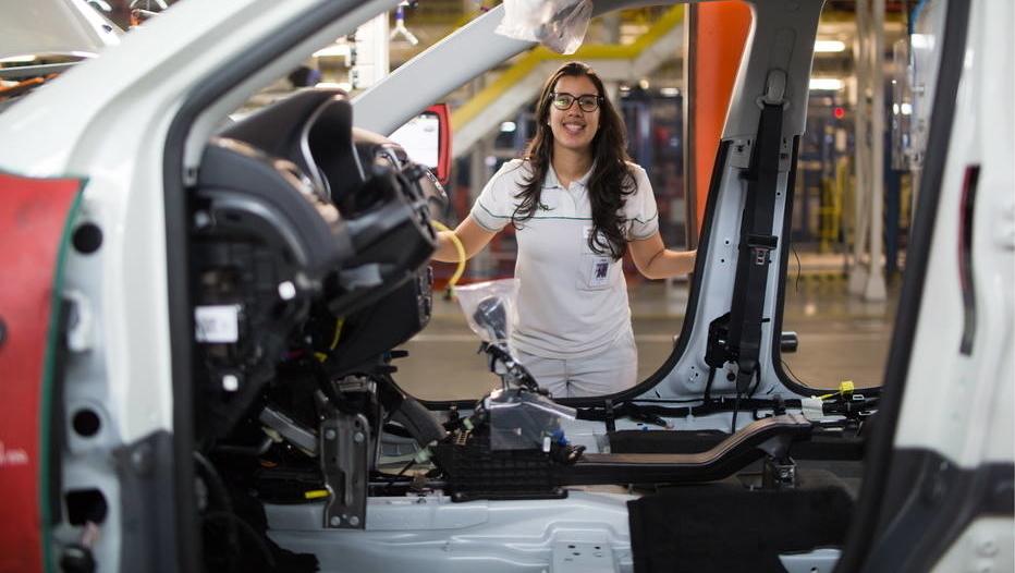 Mulher assume o comando de fábrica da Fiat Chrysler no Brasil. É a primeira na América Latina